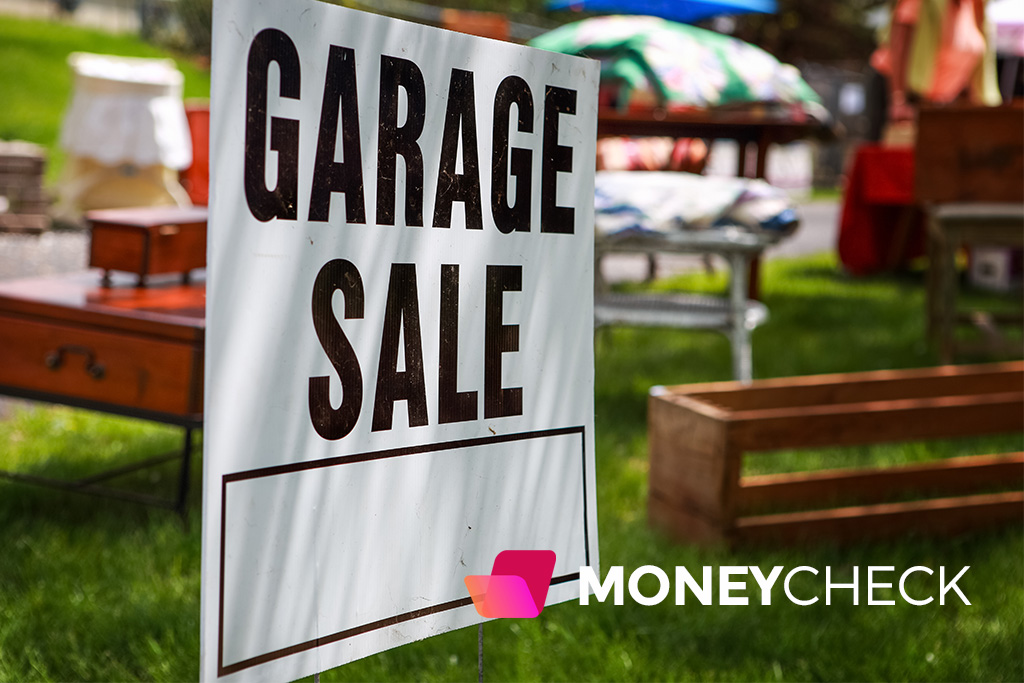 How to Hold a Successful Garage Sale: Tips & Tricks