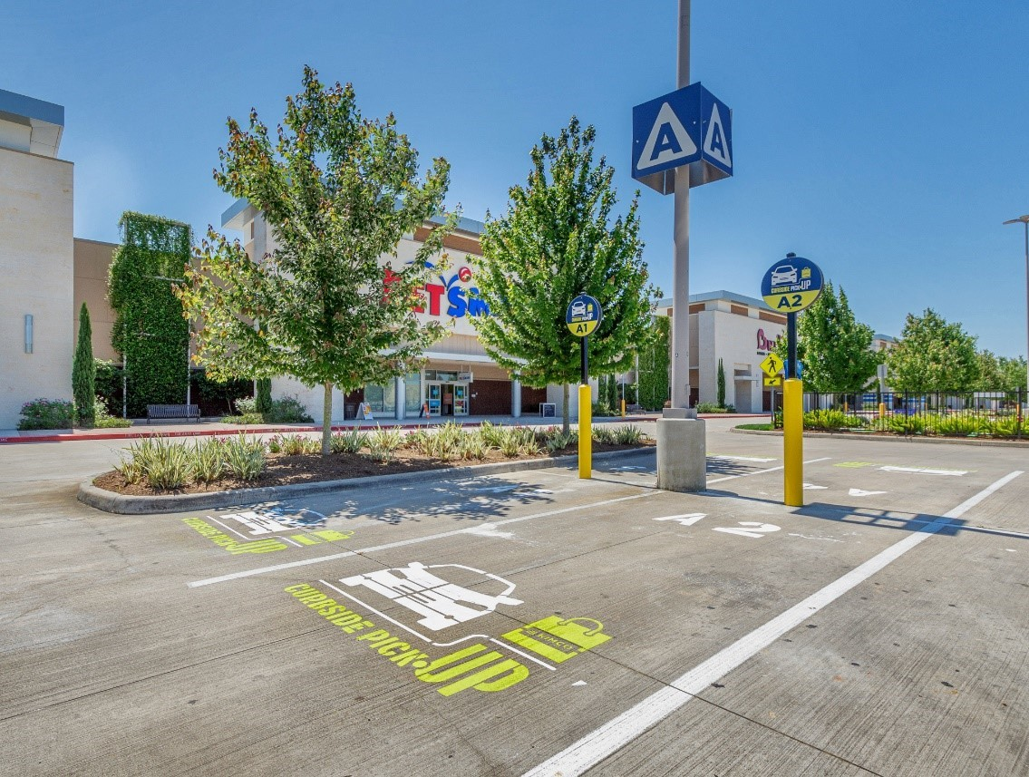 Kimco's Curbside Pickup™ program was initially rolled out to Grand Parkway Marketplace in Spring